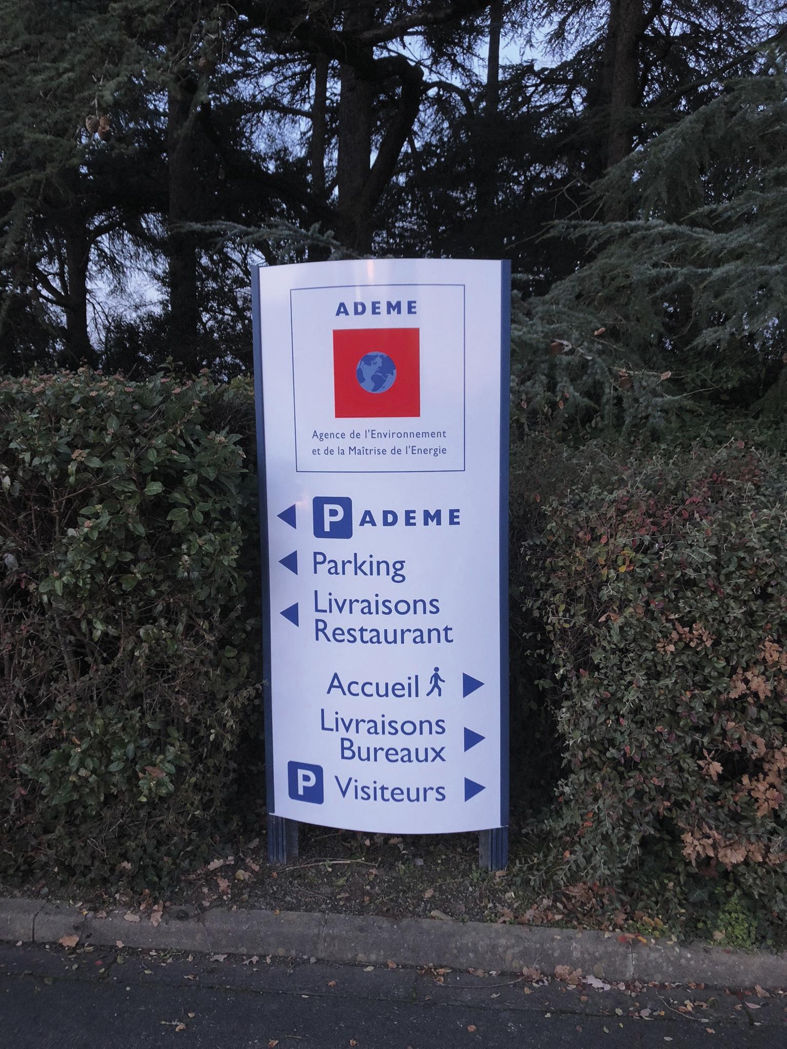 Panneau de signalétique pour l'ADEME à Angers.