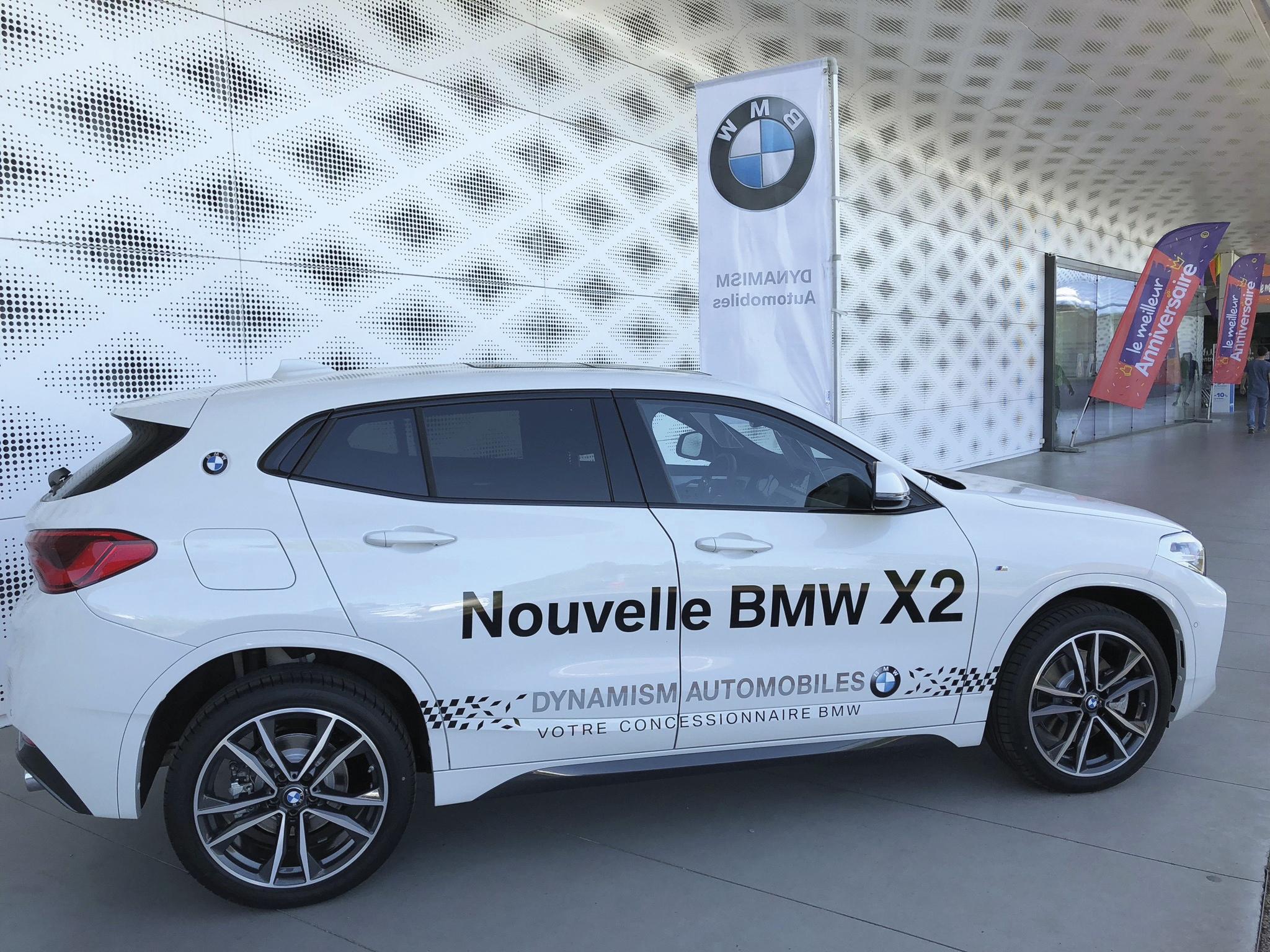 Covering sur BMW X2 blanche à l'Atoll