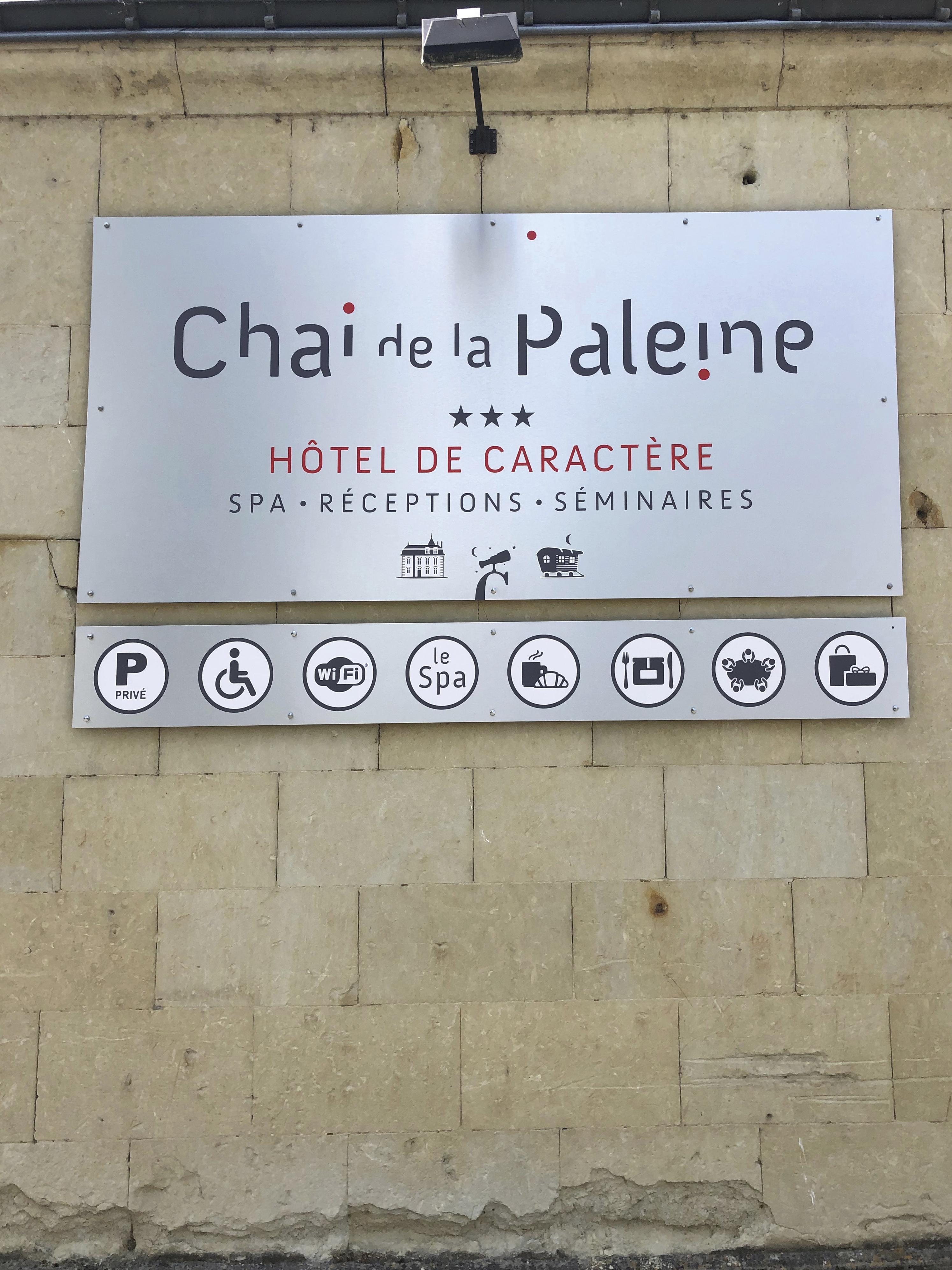 Enseigne de l'Hotel Le chai de la Paleine réalisée par Elographic